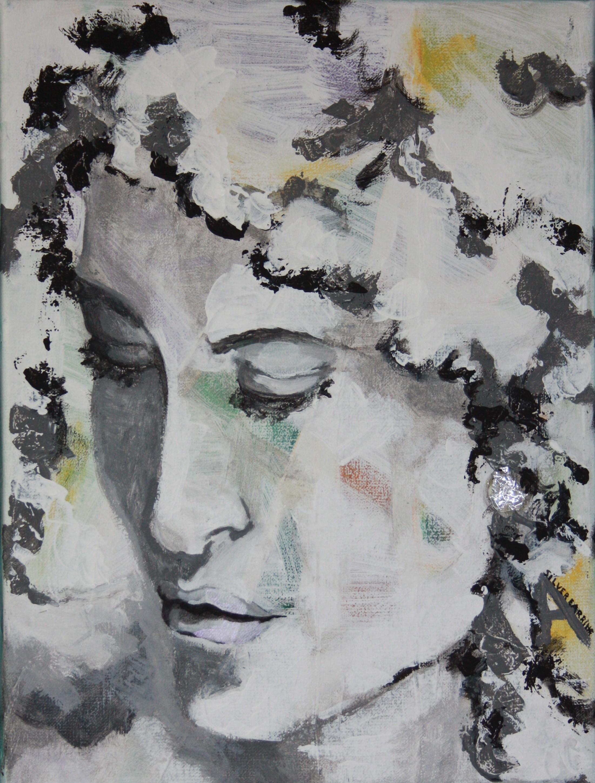 silver earring donker krullend haar
